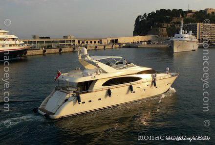 Azimut 85. Yacht name: Azimut 85
