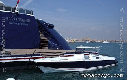 "This Vikal Open ""Tender 28"" is 12m long, equipped with 2 Volvo D6 diesels ..."