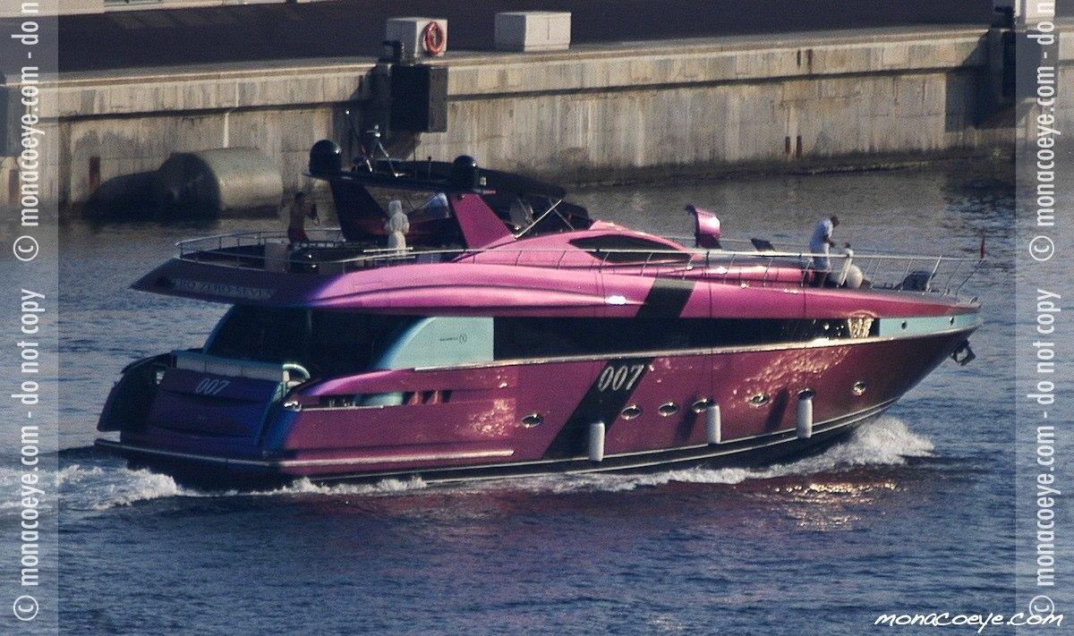 007 - Zero Zero Seven, yacht