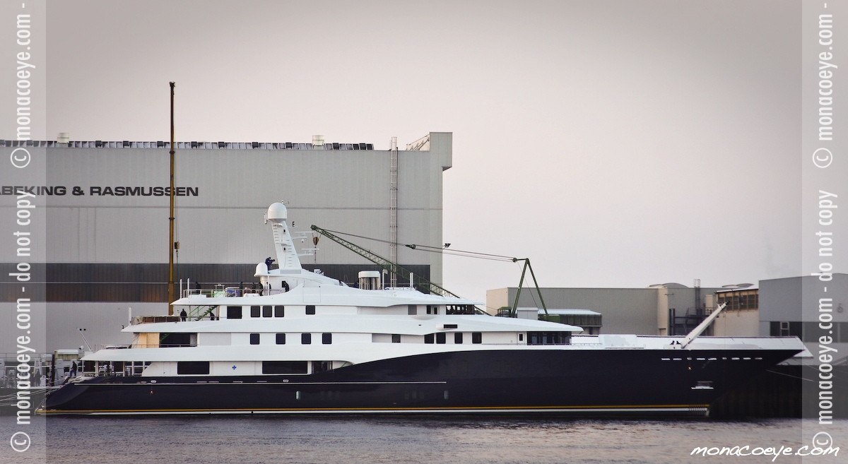 C2, yacht