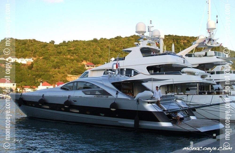 Pershing 88. Yacht name: Spirit of Zen Builder: Pershing 88
