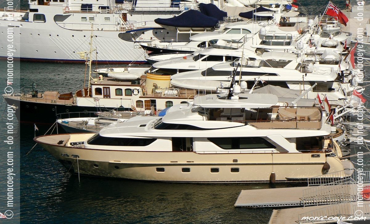 Yacht name: Sanlorenzo SD 92 • Coco Length: 90 ft 6 • 27.6 m. Year: 2007